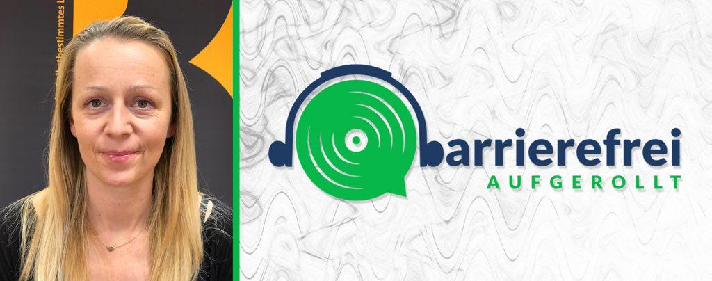 Linkes Drittel ein Portrait von Christina Steger, die rechten 2 Drittel sind das Logo von barrierefrei aufgerollt, ein Kopfhörer der auf einem Lautsprecher sitzt und das b geht über zu barrieirerfrei aufgerollt