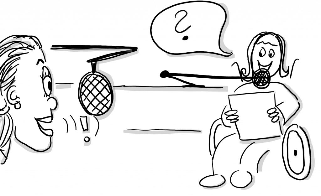 Eine Zeichnung. Rechts eine Frau im Rollstuhl sieht in unsere Richtung mit Mikrofon vor dem Mund und einem Zettel. In einer Sprechblase ist ein Fragezeichen. Links sieht man einen Kopf nach rechts schauen mit Mikrofon vor dem Mund. Vor dem Mund ist ein Ausrufezeichen.