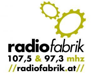 Logo Radiofabrik 2 Zahnräder, darunter der Text radiofabrik 107,5 & 97,3 mhz radiofabrik.at