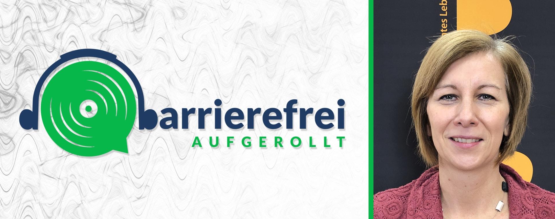 Die linken 2 Drittel sind das Logo von barrierefrei aufgerollt, ein Kopfhörer der auf einem Lautsprecher sitzt und das b geht über zu barrierefrei aufgerollt. Das rechte Drittel ein Portrait von Annemarie Schlack.